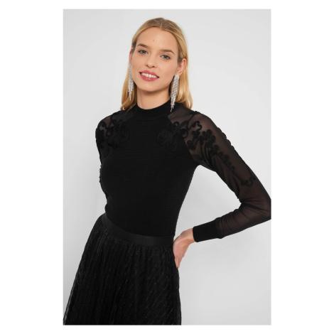 Sweter z transparentnymi rękawami Orsay