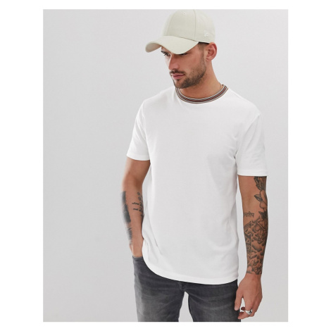 River Island slim fit crew neck t-shirt with neck tipping in white