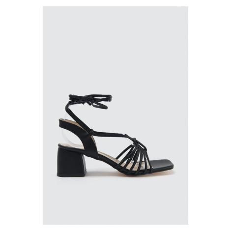 Trendyol Czarne buty na kostce damskie klasyczne obcasy