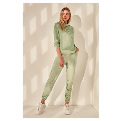 Women's sweatpants Trendyol Velvet