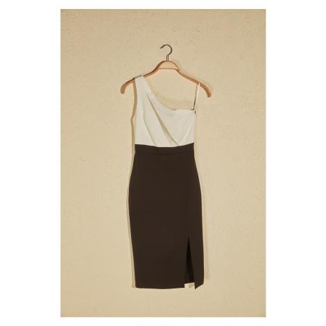Suknia z czarnym blokiem Trendyol