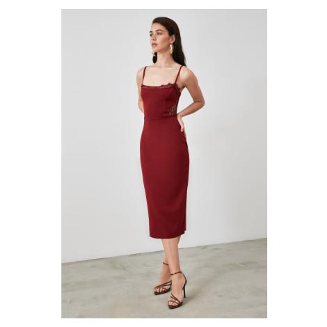 Modsyol Burgundowa koronka — szczegółowa sukienka Trendyol