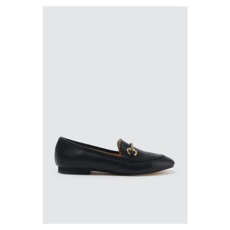 Trendyol Damskie buty klasyczne z czarną złotą klamrą
