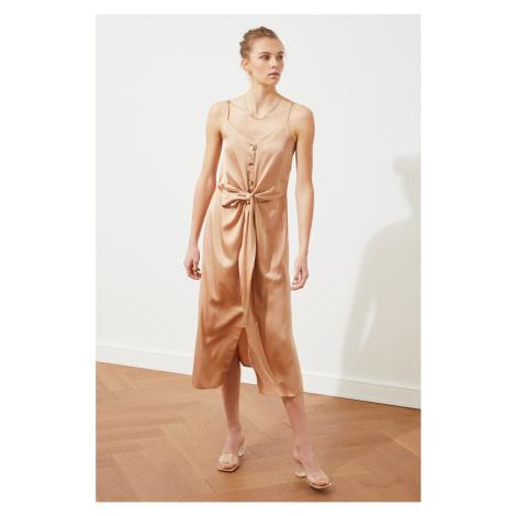 Sukienka z paskiem z kamieniem Trendyol Stone