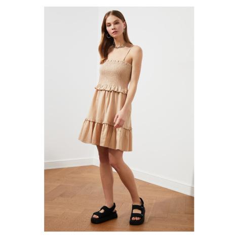 Suknia z kamiennym paskiem Trendyol