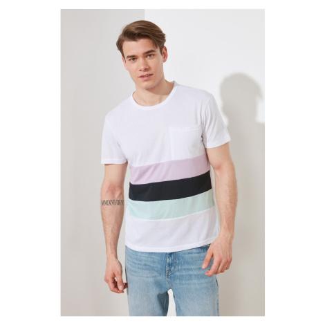 Modsyol Biały Męski Regular Fit T-Shirt z krótkim rękawem Trendyol