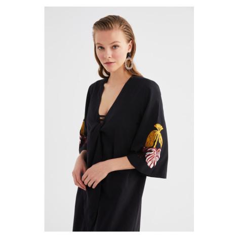 Trendyol Czarny Haft Szczegółowe Kimono & Kaftan