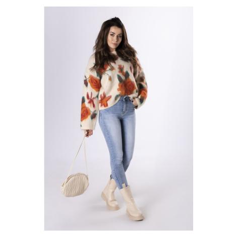 oversize sweter z motywem kwiatowym