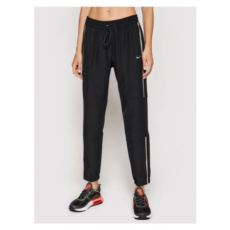Nike Spodnie dresowe Pro Woven DA0522 Czarny Standard Fit