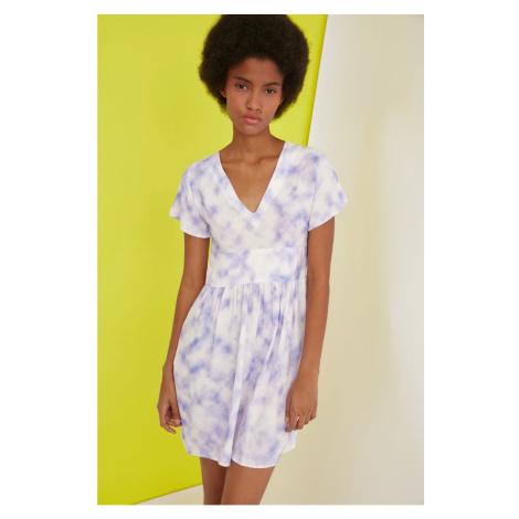 Sukienki z krótkim rękawem Trendyol