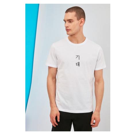 Modsyol Biały Męski T-Shirt z regularnym dopasowaniem Trendyol