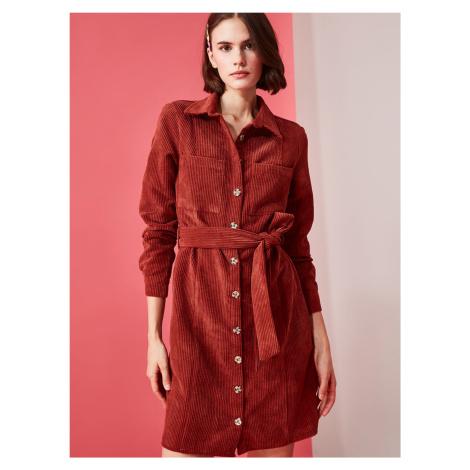 Ceglana sztruksowa sukienka koszulowa Trendyol