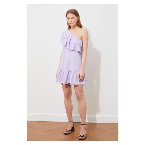 Suknia z dzianiny z falbaną na ramionach Trendyol Lilac One Shoulder
