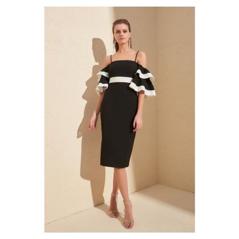 Suknia z czarnym kolorem Trendyol