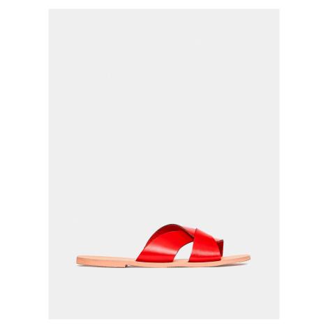 Czerwone skórzane klapki Dorothy Perkins