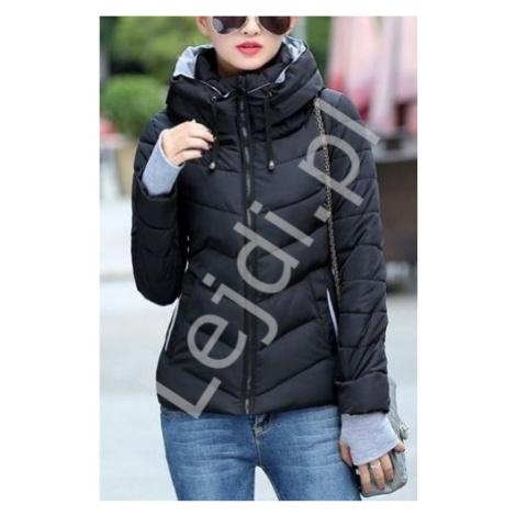 Czarna puchowa kurtka z kapturem i z szarymi dresowymi wstawkami