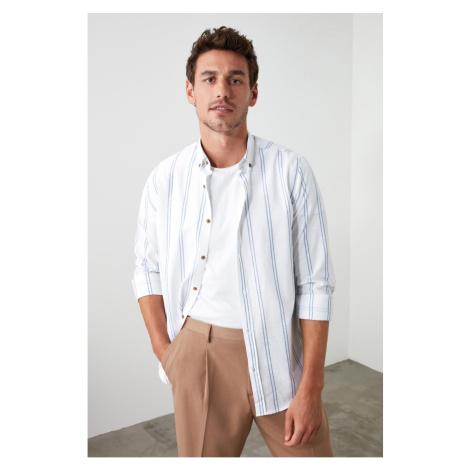 Trendyol Biały Mężczyzna Slim Fit Kołnierz z guzikami Cienka koszula w paski