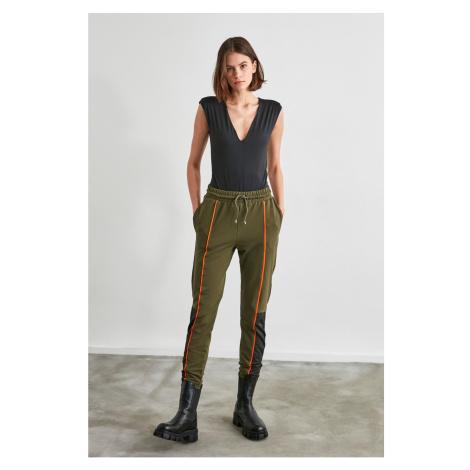 Spodnie dresowe damskie Trendyol Color Block