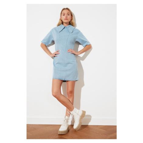 Trendyol Jasnoniebieski kołnierz szczegółowy jeansowa sukienka