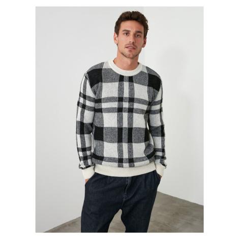 Czarno-biały męski wełniany sweter w kratę Trendyol