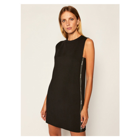Versace Jeans Couture Sukienka dzianinowa D2HZA437 Czarny Regular Fit