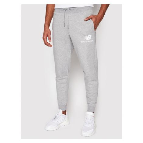 New Balance Spodnie dresowe Essentials Stacked Logo MP03558 Szary Athletic Fit