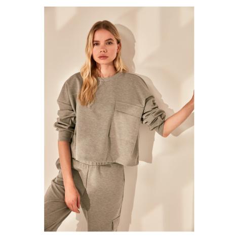 Trendyol Basic Bluza z dzianiny Z szarą kieszenią