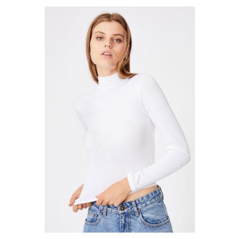 Damski T-shirt basic z golfem Mila biały
