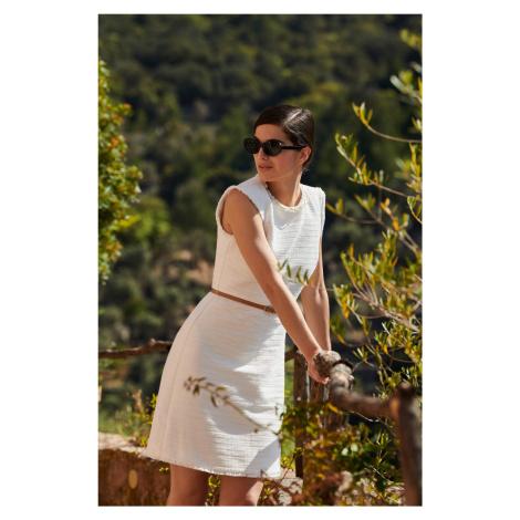 Trapezowa sukienka z paskiem Orsay