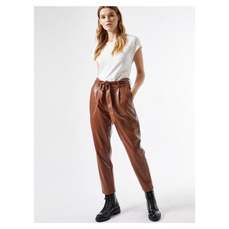 Brązowe, krótkie spodnie ze sztucznej skóry Dorothy Perkins
