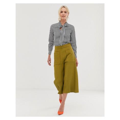 Closet cropped wide leg trouser