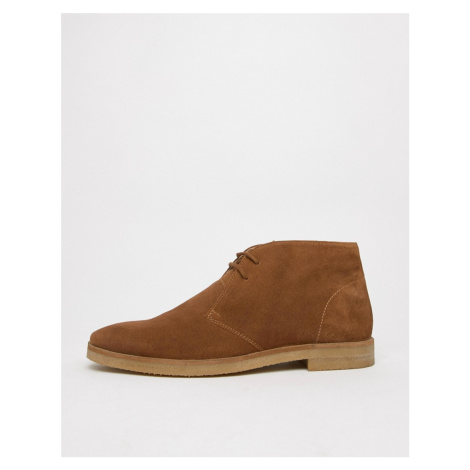 WALK London Hornchurch chukka boots in tan suede