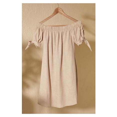 Women's dress Trendyol Carmen collar