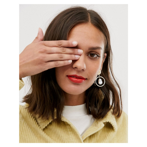 Monki drop earrings with faux pearl in gold