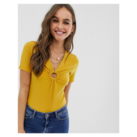Pieces circle front t-shirt in mustard
