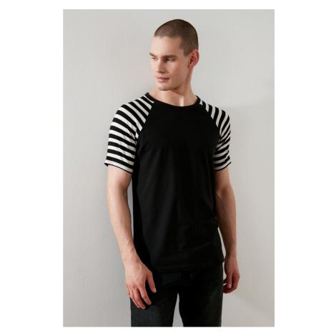 Modsyol Czarny Męskie Paski Na szyję Z krótkim rękawem T-Shirt Trendyol