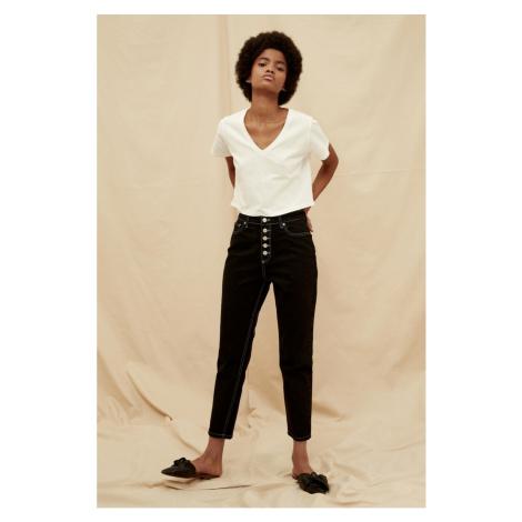 Trendyol Czarny przedni guzik kontrastowa przędza wysoka talia 100% organic cotton mom jeans