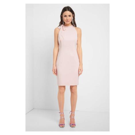 Dopasowana sukienka w groszki Orsay