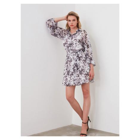 Szaro-biała wzorzysta sukienka koszulowa Trendyol