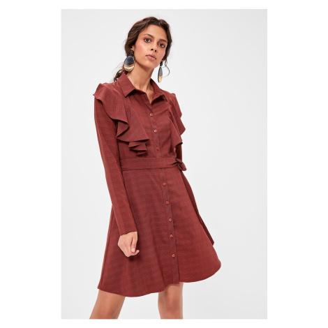 Suknia z modnym Burgundem Beltfriuby Trendyol