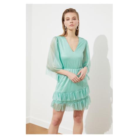 Modsyol Mint Neck — szczegółowa sukienka Trendyol