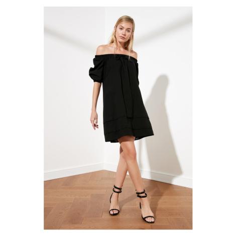 Trendyol Czarna sukienka Assynx