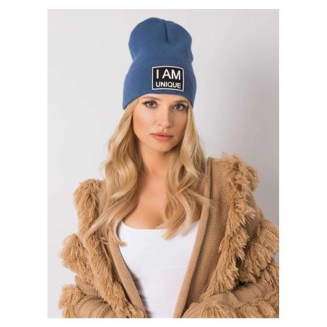 Ciemnoniebieski kapelusz z naszywką