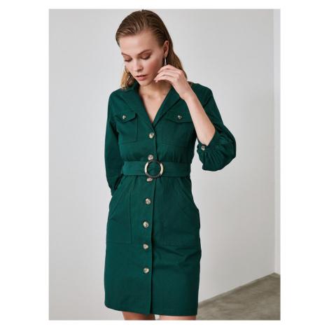 Ciemnozielona sukienka koszulowa Trendyol