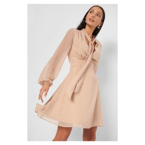 Sukienka w błyszczące groszki Orsay