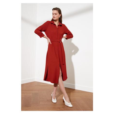 Suknia koszulowa z paskiem z dachówką Trendyol