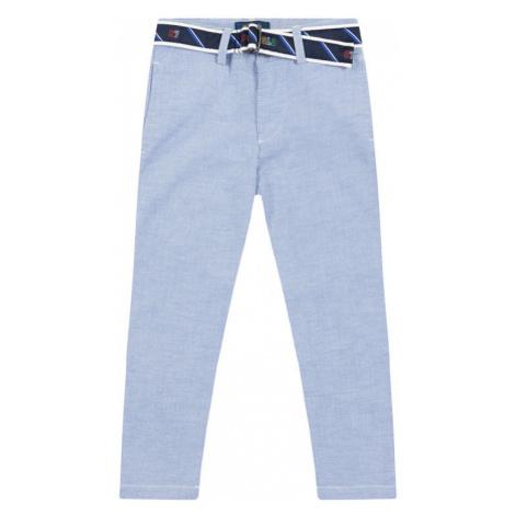 Niebieskie chłopięce spodnie i jeansy