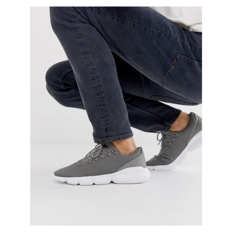 Pull&Bear runner trainers in grey Pull & Bear