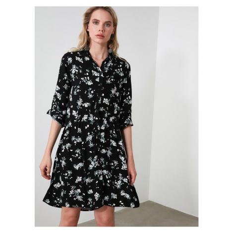 Czarna sukienka koszulowa w kwiaty Trendyol