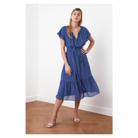 Suknia z tkaniny Trendyol Indigo Belt z teksturą